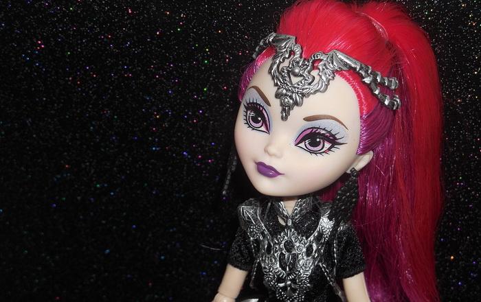Кукла Мира Шардс из серии Драконьи игры.
