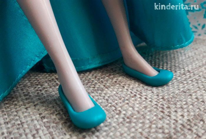 Голубые туфли.