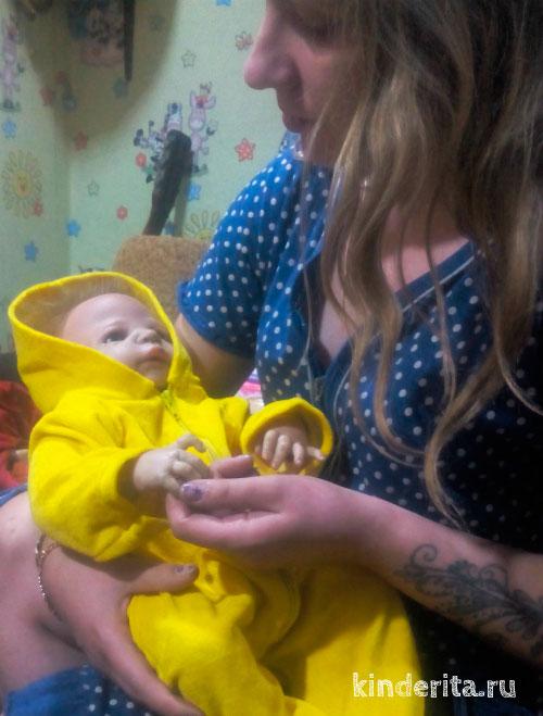 Девушка с куклой.
